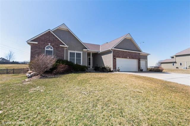 10026 N Maywood Avenue, Kansas City, MO 64157 (#2154240) :: Dani Beyer Real Estate