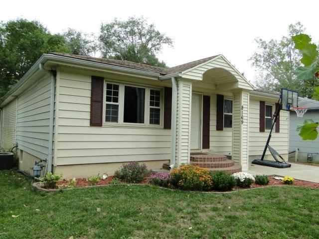 8169 NE San Rafael Drive, Kansas City, MO 64119 (#2154258) :: Dani Beyer Real Estate