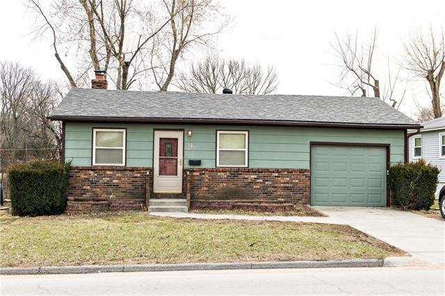 605 E Osage Street, Paola, KS 66071 (#2154262) :: No Borders Real Estate
