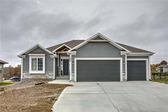 1304 NE Goshen Drive, Lee's Summit, MO 64064 (#2154268) :: House of Couse Group