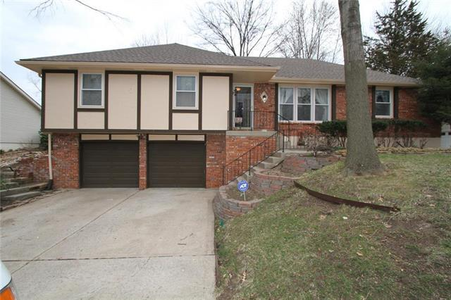 808 NE 96th Terrace, Kansas City, MO 64155 (#2154270) :: Dani Beyer Real Estate