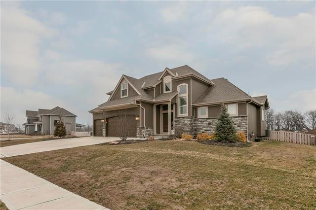 16503 S Parkwood Street, Olathe, KS 66062 (#2154326) :: House of Couse Group
