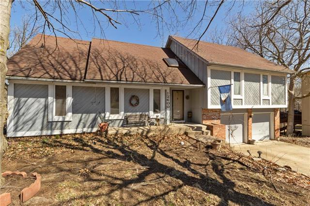 12600 W 73rd Terrace, Shawnee, KS 66216 (#2154354) :: House of Couse Group