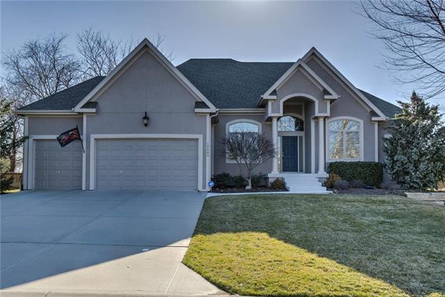 10603 W 163rd Terrace, Overland Park, KS 66221 (#2154357) :: House of Couse Group