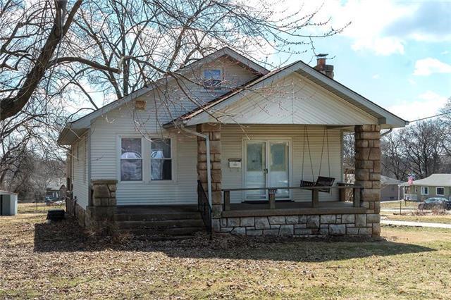 12315 W 61st Street, Shawnee, KS 66216 (#2154393) :: House of Couse Group