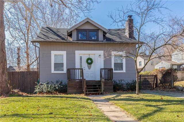 909 E 79TH Terrace, Kansas City, MO 64131 (#2154394) :: House of Couse Group