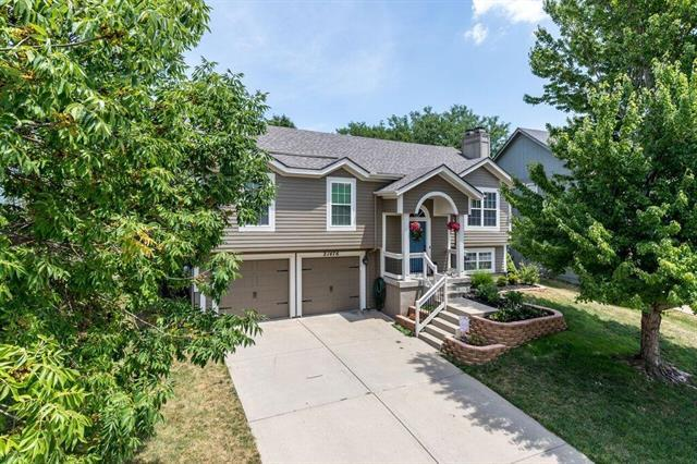 21476 W 122nd Street, Olathe, KS 66061 (#2154398) :: House of Couse Group