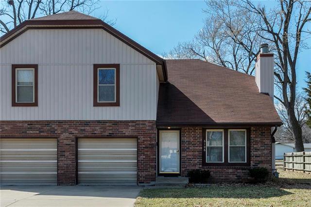 6106 Monrovia Street, Shawnee, KS 66216 (#2154401) :: House of Couse Group