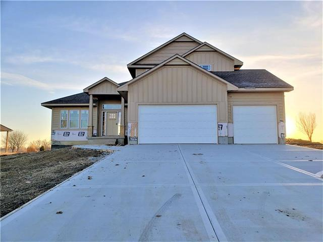 21115 S Mckee Lane, Pleasant Hill, MO 64080 (#2154423) :: House of Couse Group