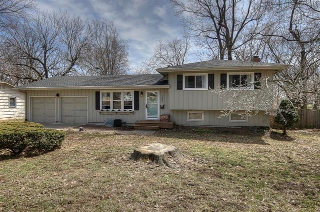 7201 Edgewood Boulevard, Shawnee, KS 66203 (#2154428) :: House of Couse Group