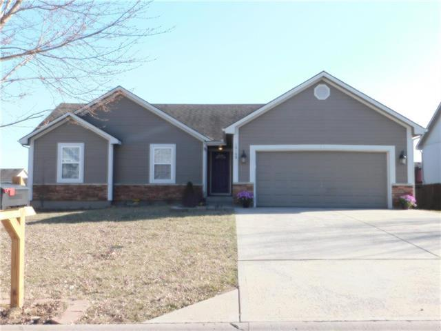 10109 E 220th Place, Peculiar, MO 64078 (#2154430) :: Edie Waters Network