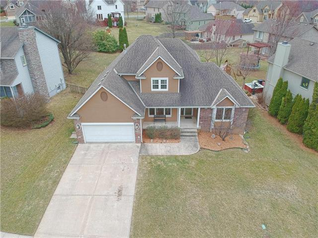 2221 SE 3rd Street, Lee's Summit, MO 64063 (#2154445) :: House of Couse Group