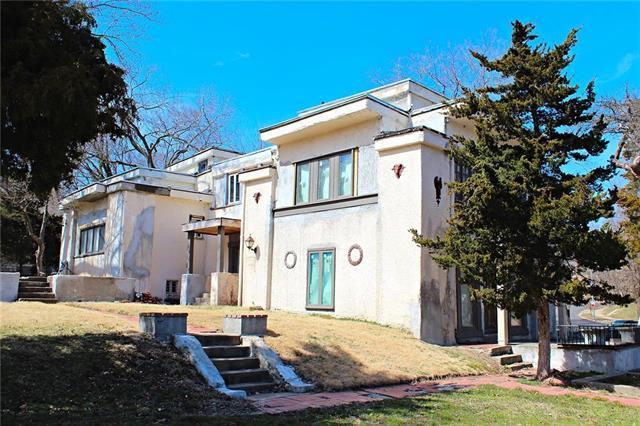 1311 Manheim Road, Kansas City, MO 64109 (#2154505) :: Edie Waters Network