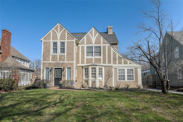 1014 W Gregory Street, Kansas City, MO 64114 (#2154546) :: House of Couse Group