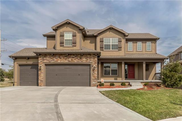 8606 W 165th Terrace, Overland Park, KS 66085 (#2154743) :: Edie Waters Network