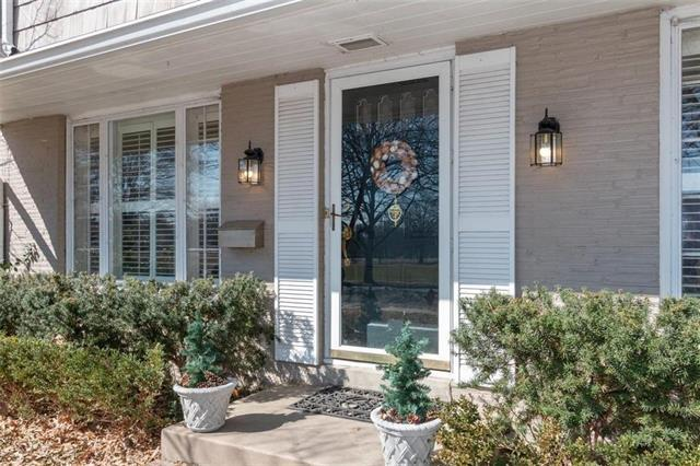 6518 Pennsylvania Avenue, Kansas City, MO 64113 (#2154756) :: House of Couse Group