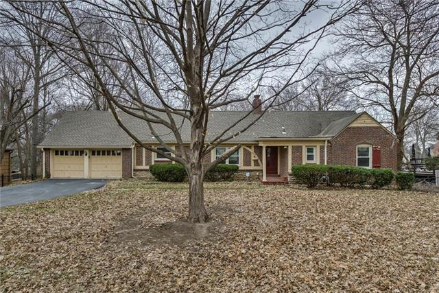 8805 Lee Boulevard, Leawood, KS 66206 (#2154788) :: House of Couse Group