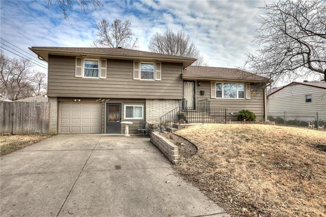 7812 NE Gracemor Drive, Kansas City, MO 64119 (#2154918) :: The Shannon Lyon Group - ReeceNichols