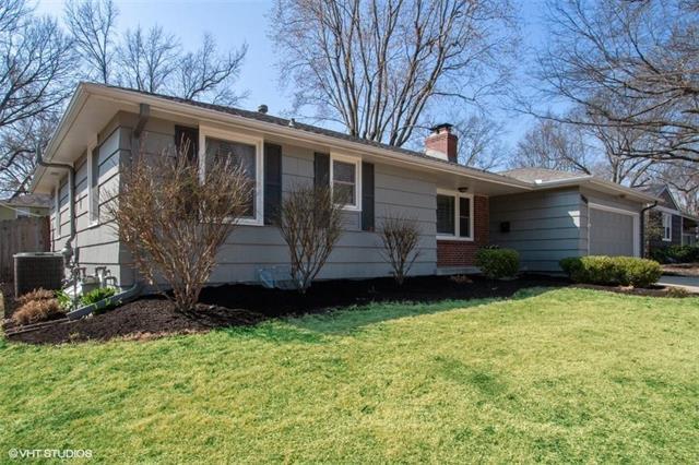5709 W 78th Street, Prairie Village, KS 66208 (#2154941) :: House of Couse Group