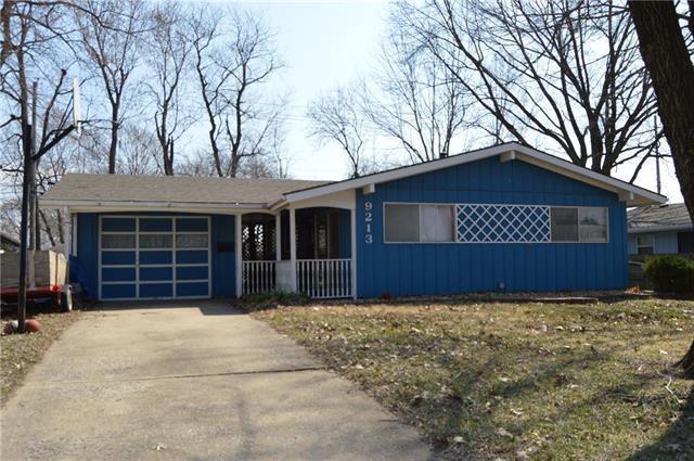 9213 Stark Avenue, Kansas City, MO 64138 (#2154949) :: House of Couse Group