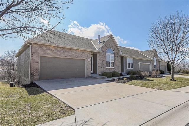 15831 W 62nd Street, Shawnee, KS 66217 (#2154988) :: The Gunselman Team