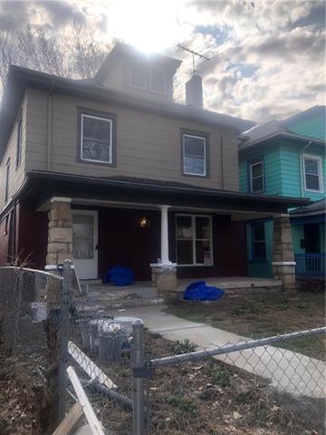 329 Askew Avenue, Kansas City, MO 64124 (#2155087) :: House of Couse Group