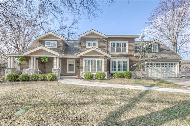 3225 W 81st Terrace, Leawood, KS 66206 (#2155173) :: House of Couse Group