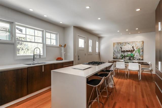 1216 W 60th Terrace, Kansas City, MO 64113 (#2155193) :: Edie Waters Network