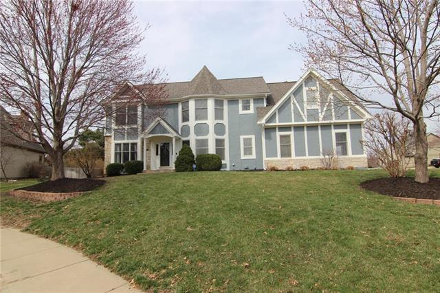 12712 Grandview Street, Overland Park, KS 66213 (#2155213) :: House of Couse Group