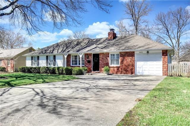 5612 W 99th Street, Overland Park, KS 66207 (#2155222) :: House of Couse Group