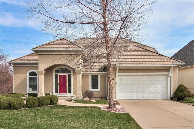 5632 NE Northgate Crossing, Lee's Summit, MO 64064 (#2155236) :: House of Couse Group