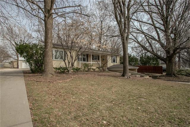 5741 Ash Avenue, Raytown, MO 64133 (#2155286) :: House of Couse Group