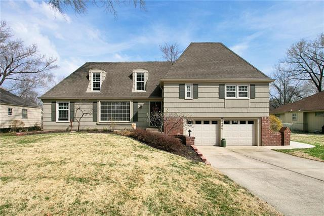 6424 W 100 Street, Overland Park, KS 66207 (#2155445) :: House of Couse Group