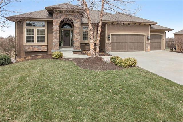 11304 W 154th Street, Overland Park, KS 66221 (#2155498) :: Edie Waters Network