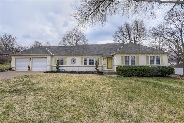 1104 W 99th Terrace, Kansas City, MO 64114 (#2155568) :: House of Couse Group