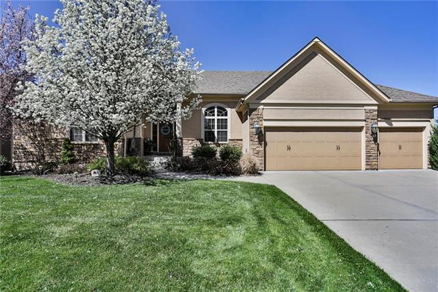 4408 NE Shadow Valley Circle, Lee's Summit, MO 64064 (#2155581) :: House of Couse Group