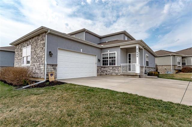 21980 W 116th Terrace, Olathe, KS 66061 (#2155608) :: Eric Craig Real Estate Team