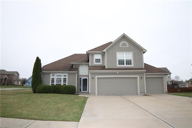 3916 SW Briarwood Drive, Lee's Summit, MO 64086 (#2155616) :: House of Couse Group