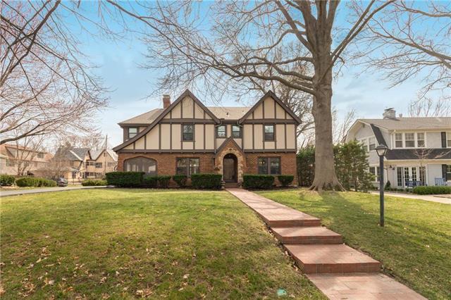 1211 W 61 Street, Kansas City, MO 64113 (#2155703) :: Edie Waters Network