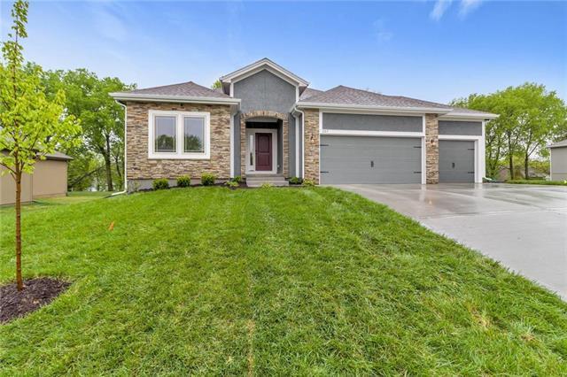 9342 N Ditzler Avenue, Kansas City, MO 64157 (#2155804) :: House of Couse Group