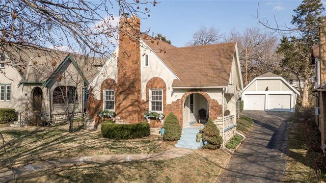 6123 Rockhill Road, Kansas City, MO 64110 (#2155868) :: Eric Craig Real Estate Team