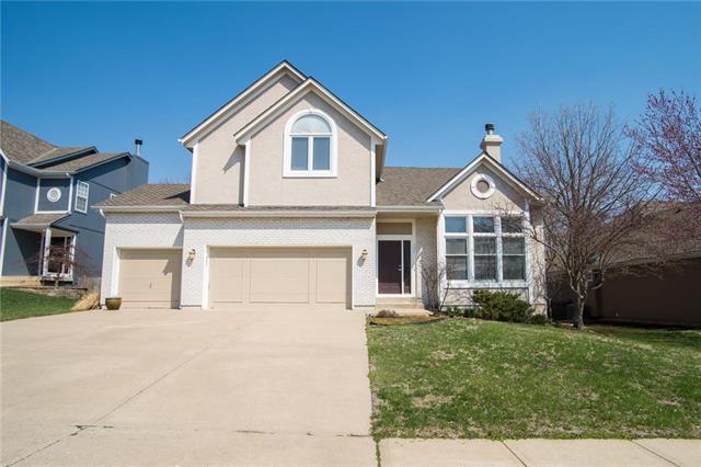 7908 W 153rd Terrace, Overland Park, KS 66223 (#2155885) :: House of Couse Group