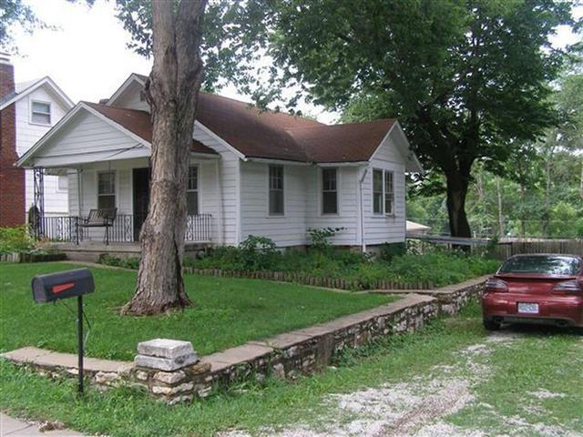 9418 E 16th Street, Independence, MO 64052 (#2155961) :: Edie Waters Network