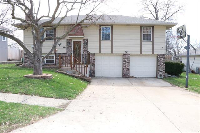 19131 E 14th Terrace, Independence, MO 64056 (#2156131) :: Edie Waters Network