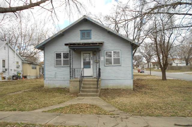 110 E Shawnee Street, Paola, KS 66071 (#2156262) :: House of Couse Group