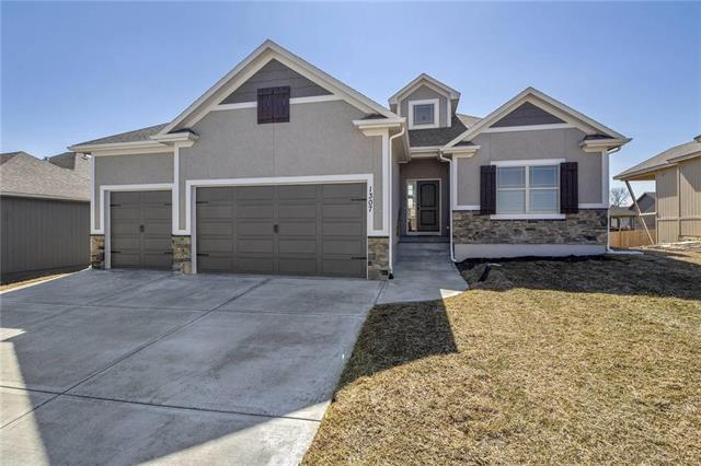 1309 NW Lindenwood Drive, Grain Valley, MO 64029 (#2156272) :: House of Couse Group