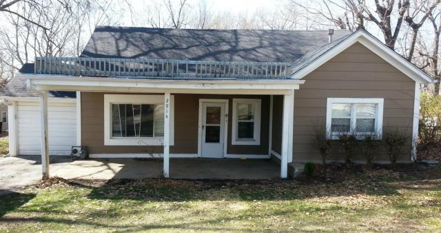 2914 S Claremont Avenue, Independence, MO 64502 (#2156309) :: Edie Waters Network