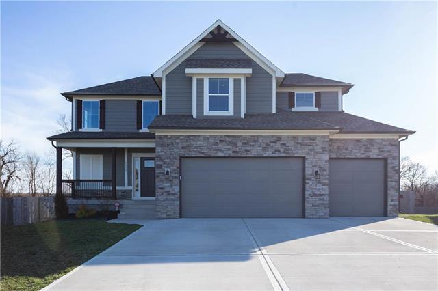 1919 Parkview Drive, Raymore, MO 64083 (#2156395) :: Edie Waters Network