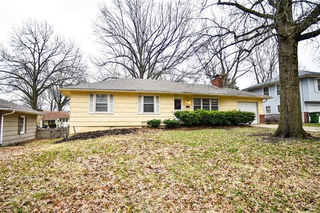 8407 Ford Avenue, Kansas City, MO 64138 (#2156438) :: House of Couse Group