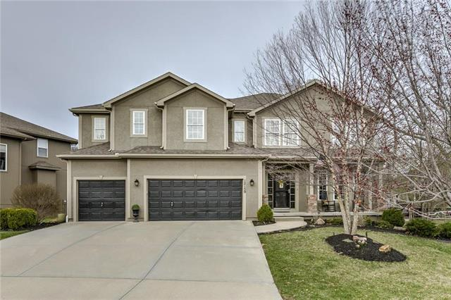 12150 S Sunray Drive, Olathe, KS 66061 (#2156450) :: Edie Waters Network